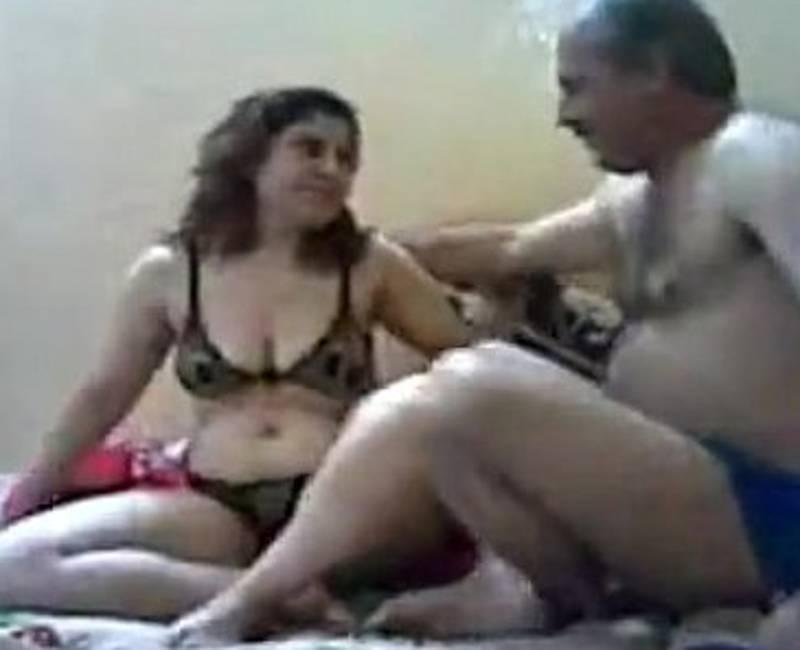 سكس مصري ساخن مدام رباب المتناكة في احضان عنتيل المطرية
